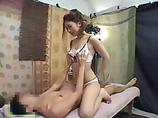 Japanes girl gives a massage and turns it into a fuck session