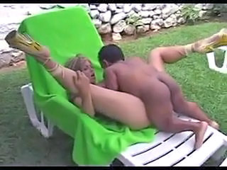 Hot outdoor fuck with a midget
