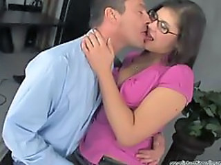 Hot Starlet Gets Fingered