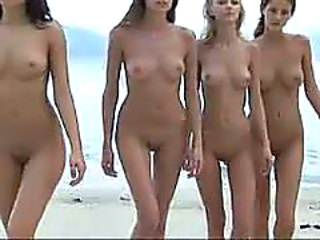 4 perfect beach bums