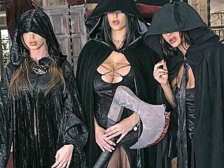 Three Witches Make King's Cock Bigger