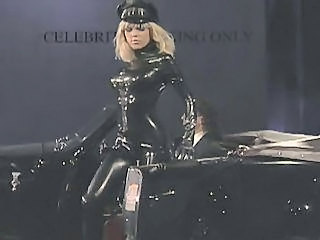 Blonda Fetish Latex