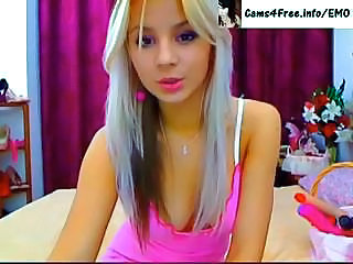 EMO Amazing Hot Blonde Teen On Webcam!