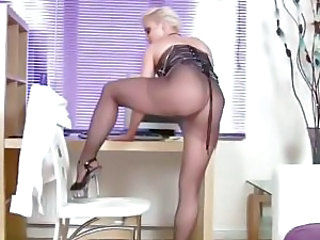 Stunning ass in pantyhose