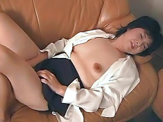 Vibrator makes old Japanese pussy happy