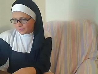 Amateur Glasses Nun Webcam