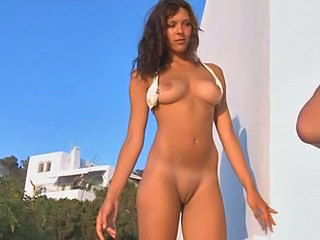 Amateur Babe Brunette Nudist Outdoor