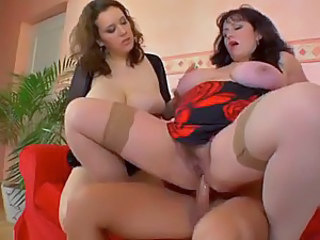 He butt fucks two curvaceous women