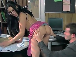 Deep Throated Brunette Latina Daisy Cruz Gives Blowjob In High Heels
