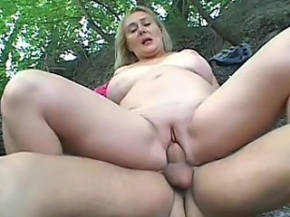 Busty Mature Shevon Lane Gets Her Pussy Shaved and Fucked Outdoors