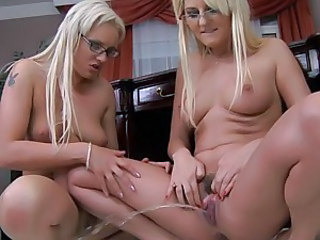 Lesbians Antynia and Alexandra give each other a tongue bath