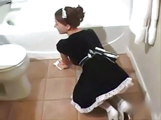 Naughty full-service teeny maid