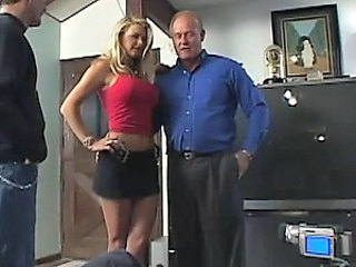Spectacular Anal Blonde Vicky Vette Gets a Massive Bukkake Facial