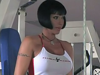 Sporty Mom gets sandwiched. Pussy piercing