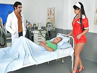 Patient had penis operation, and when Doctor Zenza visits him he subscribes a new kind of therapy which is said to be the best ever! Soon Nurse Imogene arrives who's responsible for the therapy itself, and she starts to remove her sexy nurse outfit... Wai