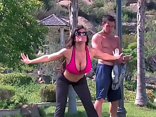 Outdoors Sex With The Brunette Cougar Lisa Ann