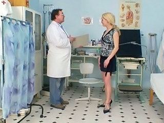 Blonde dame real gyno check up