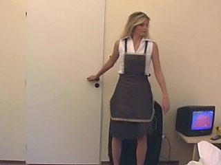 Amateur Blondine Süss Deutsch Dienstmädchen Uniform