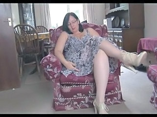 Big Tits Brunette Bus Glasses Mature Pantyhose