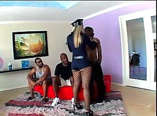 Résille Gangbang Interracial Uniforme