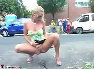 Amateur babe gets naughty peeing in public
