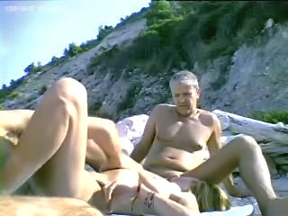 Amateur Beach Blowjob Groupsex Nudist Outdoor