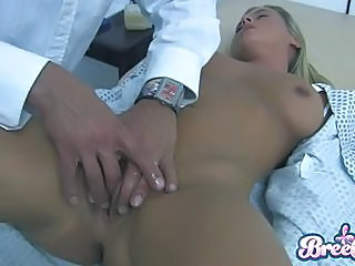 Blonde Babe Bree Olson Gets Some Pussy Maintenance From Her Horny Doct...