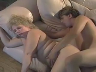 Blonde Joufflue Mature