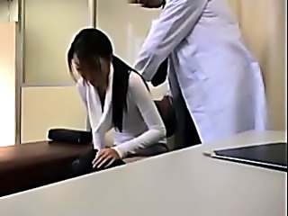 Perverted Doctor Paralyses Patie...
