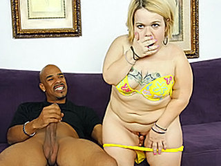 Midget Stella Gives A Two Hand O...