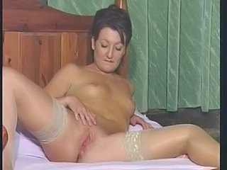 British sluts plays with herself...