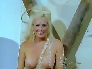 Hot Retro Blonde Edy Williams Shows Her Big Round Kncokers