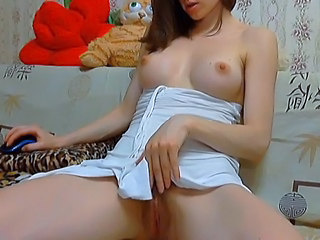 Amateur Brunette Masturbating Natural Pussy Shaved