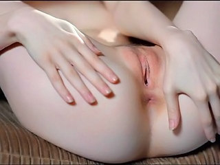 Teen Beauty Shows Pussy