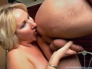 Amateur Blonde Handjob Maid