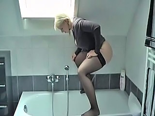 Amateur Blonde Pissing Teen