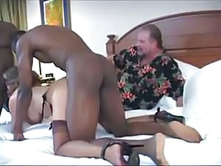 Husband cleans tie the knot after interracial creampie in tourist house
