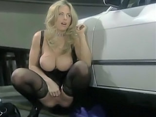 KIM CHAMBERS PUBLIC SQUIRT
