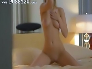 Unique blondie babe rubbing the clit
