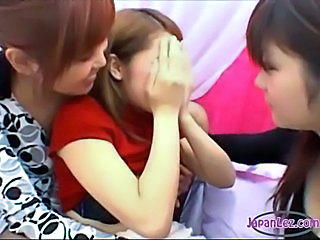 Asian Cute Kissing Lesbian Teen Threesome