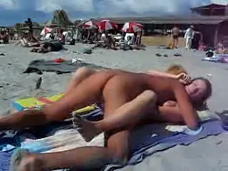 Voyeur video: sex at the beach