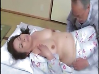 Asiatique Joufflue Japonaise Mature Seins Flasques
