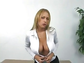 Big-breasted blonde broad digs her fingers deep in her snatch