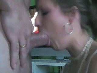Deepthroat Diva Swallows Spunk
