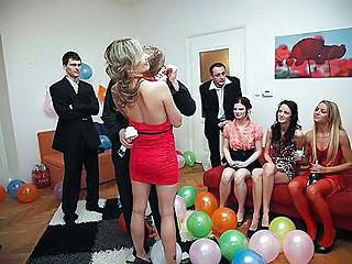 Party Bang Vid Surrounding Hot College Girls