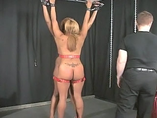 Two big asses babe are trying to out a new sport !