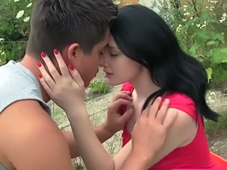 Brunette Cute Kissing Outdoor Teen