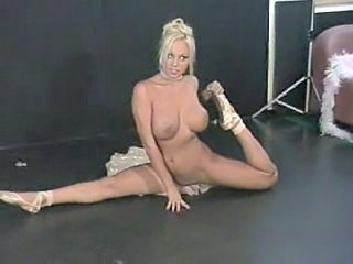 Big Tits Blonde Dancing Flexible MILF Stripper