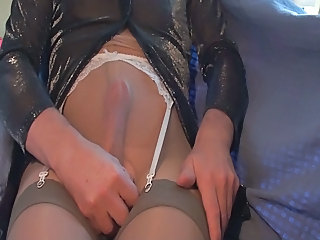 Cumming throught my pantyhose