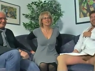 Amateur Cuckold Glasses MILF Threesome Wife